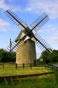 Moulin à vent sur le Mont des Alouettes près de la commune des Herbiers en Vendée, France.